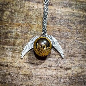 Zlatna skrivalica ogrlica