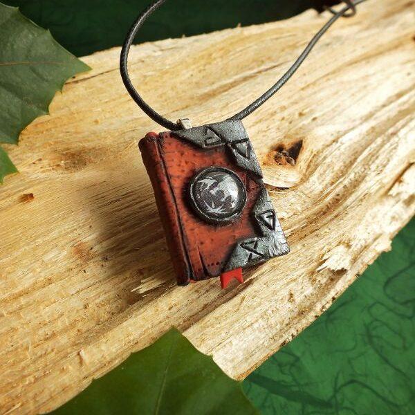 Witcher magična knjižica ogrlica V4 LUX