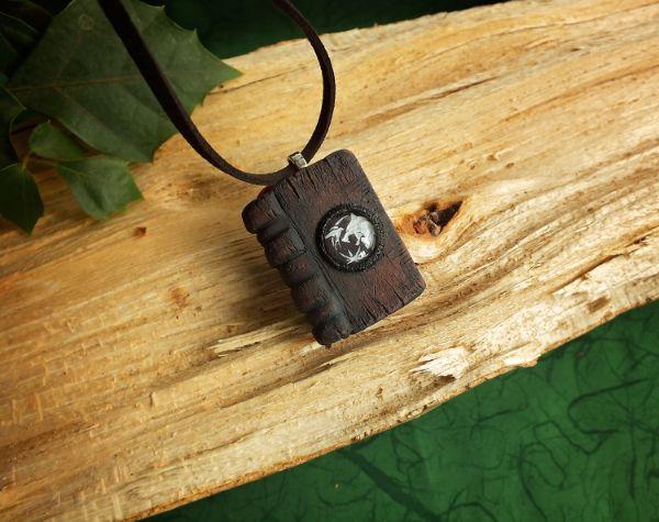 Witcher magična knjižica ogrlica V5 LUX