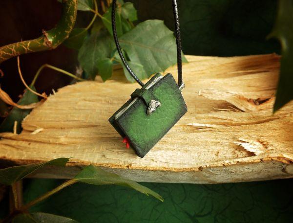 Witcher magična knjižica ogrlica V2 LUX