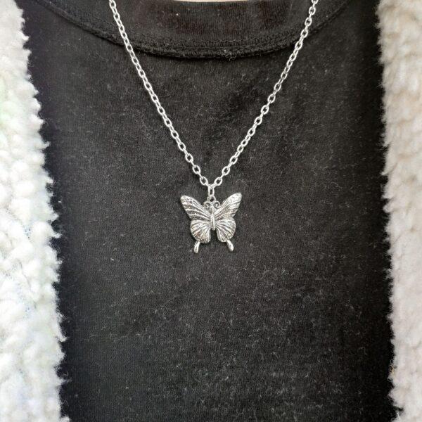 Leptir ogrlica Gotik