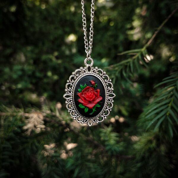 Crvena ruža kameja ogrlica Gotik