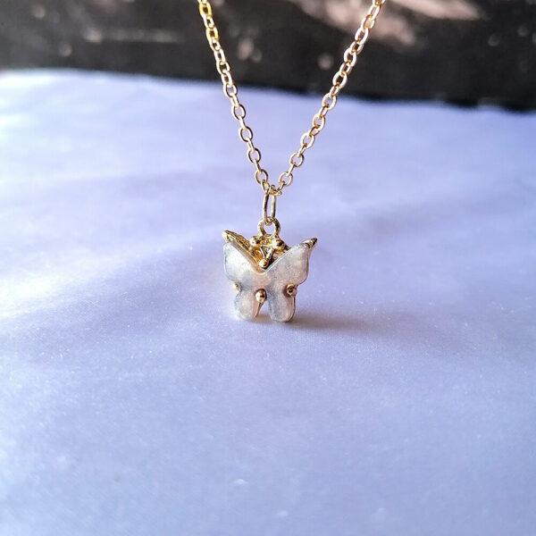 Pozlaćeni leptirići ogrlica bela
